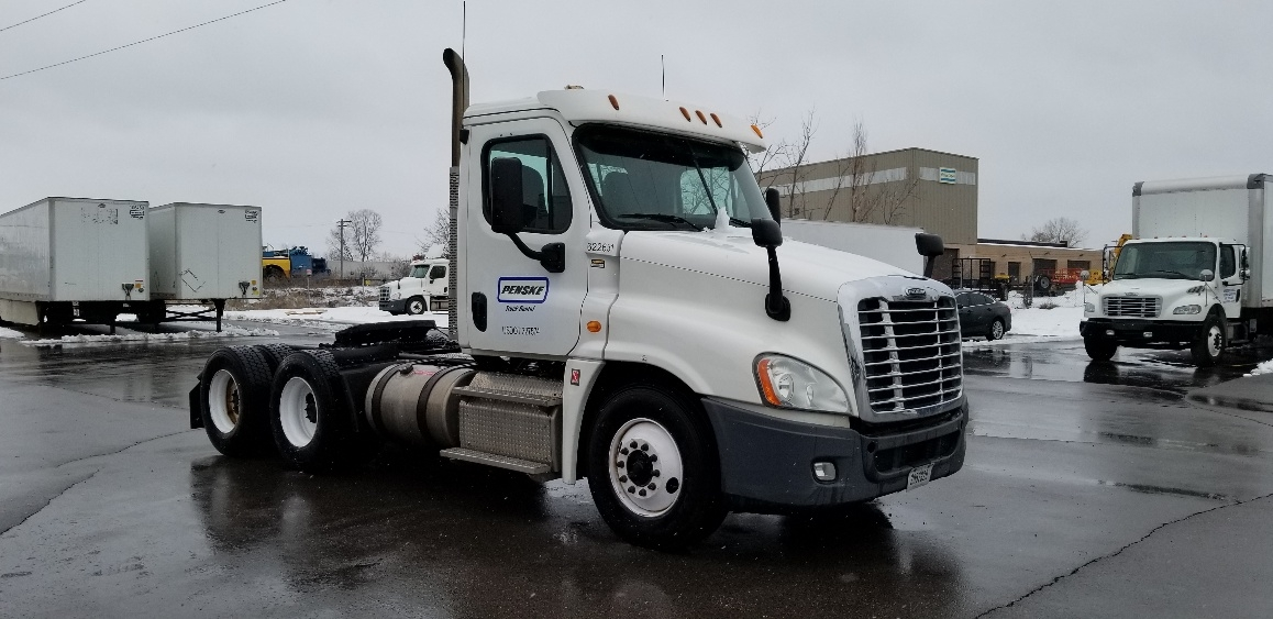 Day Cab Tractor-Heavy Duty Tractors-Freightliner-2012-Cascadia 12564ST-MILWAUKEE-WI-332,108 miles-$37,000