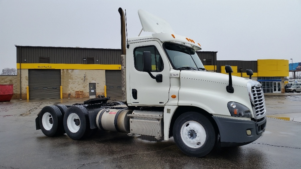 Day Cab Tractor-Heavy Duty Tractors-Freightliner-2012-Cascadia 12564ST-MILWAUKEE-WI-313,956 miles-$37,500