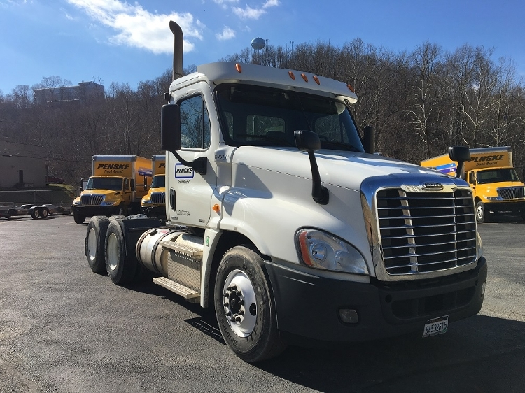 Day Cab Tractor-Heavy Duty Tractors-Freightliner-2012-Cascadia 12564ST-HUNTINGTON-WV-540,011 miles-$37,500