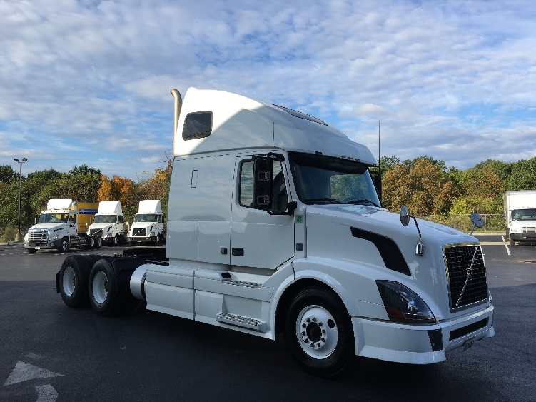 Sleeper Tractor-Heavy Duty Tractors-Volvo-2012-VNL64T670-HARRISBURG-PA-632,095 miles-$26,000