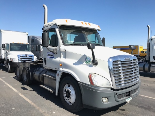 Day Cab Tractor-Heavy Duty Tractors-Freightliner-2012-Cascadia 12564ST-PHOENIX-AZ-613,310 miles-$33,000