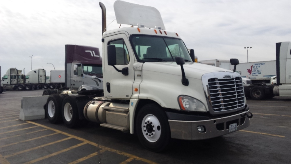 Day Cab Tractor-Heavy Duty Tractors-Freightliner-2012-Cascadia 12564ST-SAINT LAURENT-PQ-954,486 km-$33,750