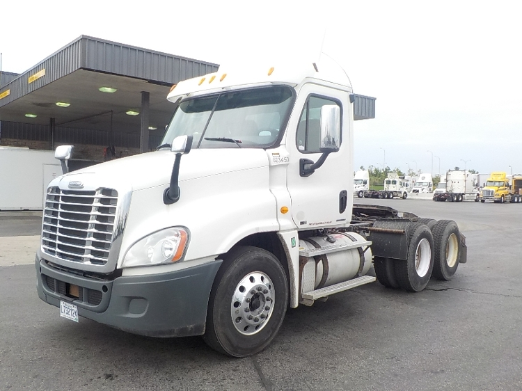 Day Cab Tractor-Heavy Duty Tractors-Freightliner-2012-Cascadia 12564ST-SAINT LAURENT-PQ-475,606 km-$48,250
