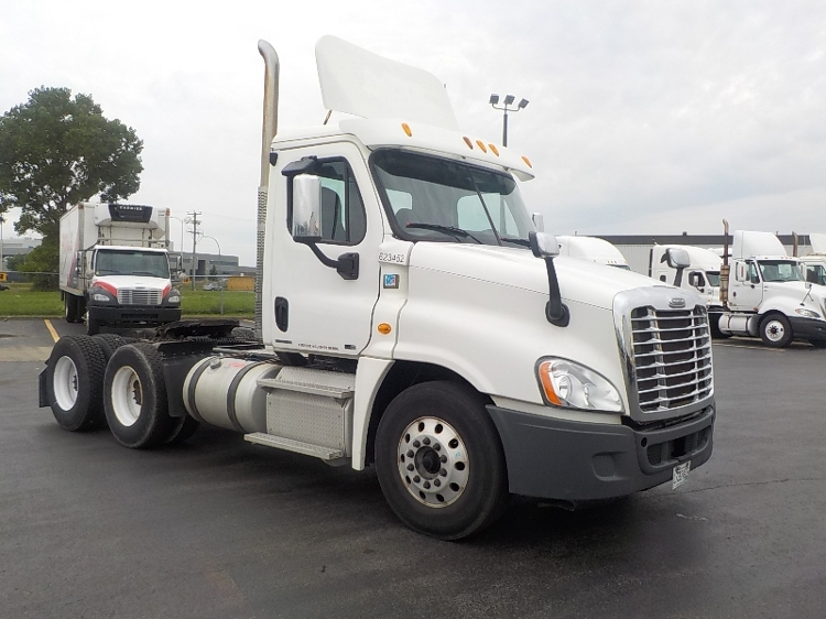 Day Cab Tractor-Heavy Duty Tractors-Freightliner-2012-Cascadia 12564ST-SAINT LAURENT-PQ-440,546 km-$57,750