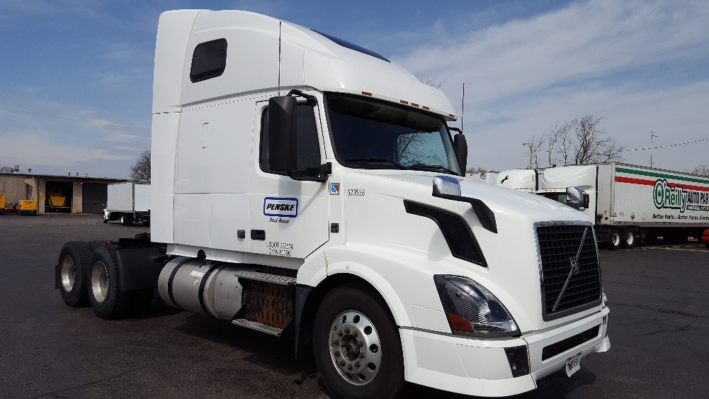 Sleeper Tractor-Heavy Duty Tractors-Volvo-2012-VNL64T670-MADISON-WI-424,816 miles-$38,500