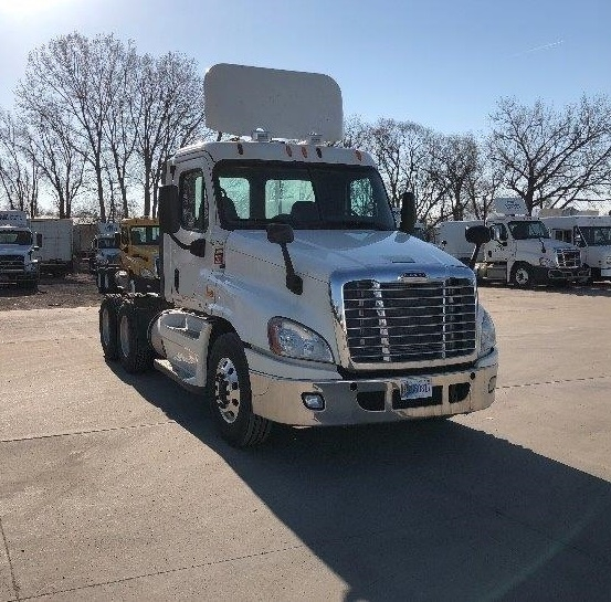 Day Cab Tractor-Heavy Duty Tractors-Freightliner-2012-Cascadia 12564ST-DES MOINES-IA-593,737 miles-$32,000