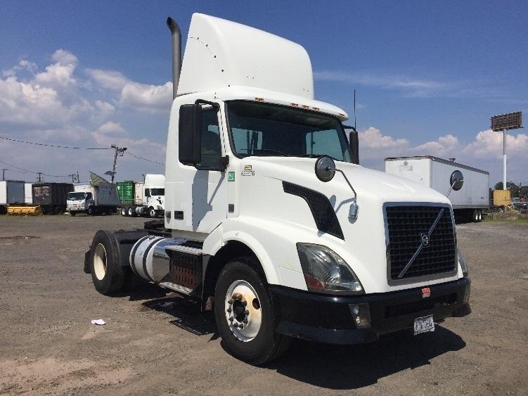 Day Cab Tractor-Heavy Duty Tractors-Volvo-2012-VNL42300-LINDEN-NJ-123,456 miles-$37,750