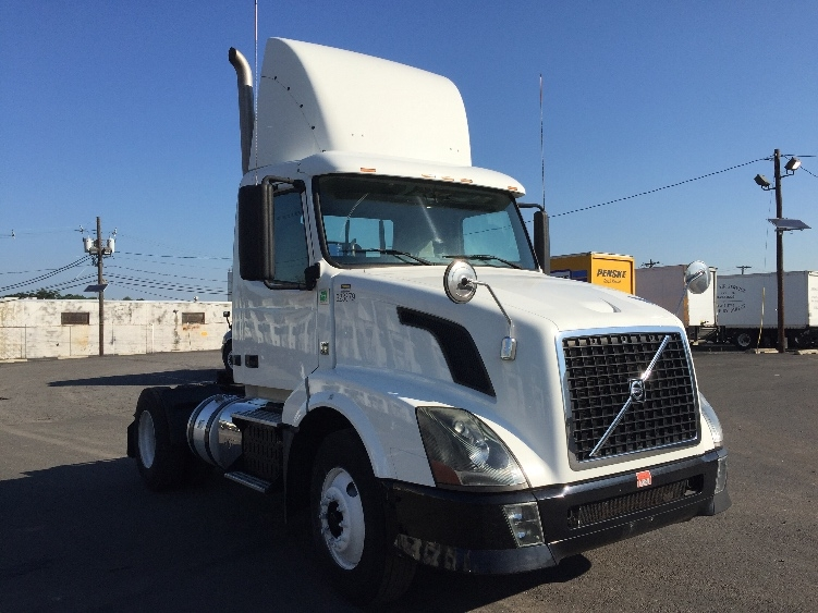 Day Cab Tractor-Heavy Duty Tractors-Volvo-2012-VNL42300-LINDEN-NJ-198,445 miles-$35,250