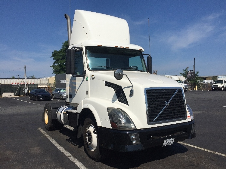 Day Cab Tractor-Heavy Duty Tractors-Volvo-2012-VNL42300-SOUTH PLAINFIELD-NJ-138,585 miles-$34,250