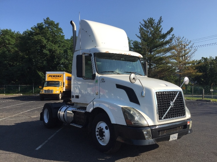 Day Cab Tractor-Heavy Duty Tractors-Volvo-2012-VNL42300-LINDEN-NJ-210,844 miles-$36,750