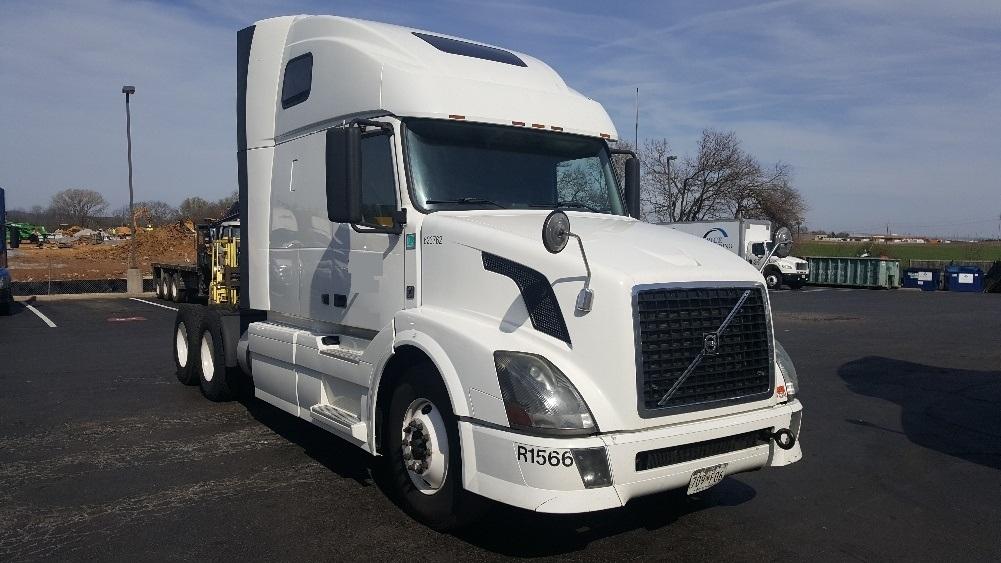 Sleeper Tractor-Heavy Duty Tractors-Volvo-2012-VNL64T670-HAGERSTOWN-MD-414,549 miles-$36,250