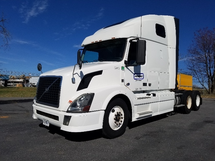 Sleeper Tractor-Heavy Duty Tractors-Volvo-2012-VNL64T670-HARRISONBURG-VA-312,028 miles-$40,250