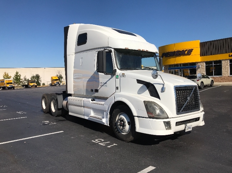 Sleeper Tractor-Heavy Duty Tractors-Volvo-2012-VNL64T670-JESSUP-MD-425,518 miles-$40,500