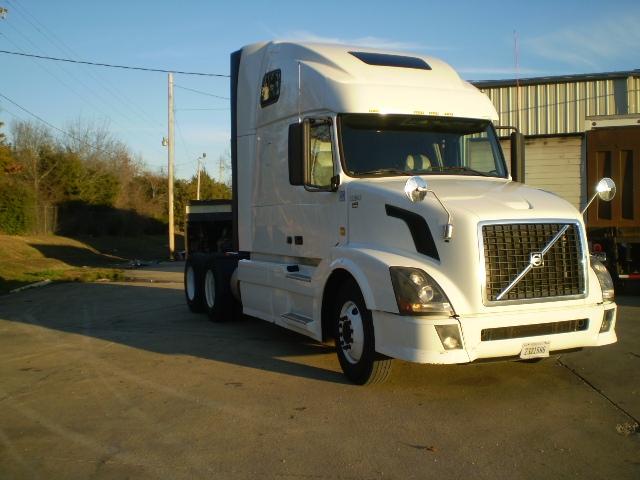 Sleeper Tractor-Heavy Duty Tractors-Volvo-2012-VNL64T670-BELDEN-MS-426,328 miles-$37,500