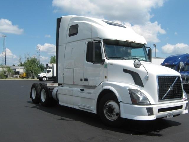 Sleeper Tractor-Heavy Duty Tractors-Volvo-2012-VNL64T670-NEW CASTLE-DE-426,290 miles-$36,500