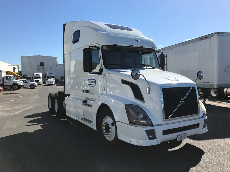 Sleeper Tractor-Heavy Duty Tractors-Volvo-2012-VNL64T670-HAMMOND-LA-486,646 miles-$35,250