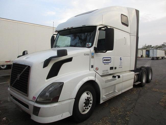 Sleeper Tractor-Heavy Duty Tractors-Volvo-2012-VNL64T670-SACRAMENTO-CA-513,740 miles-$19,000
