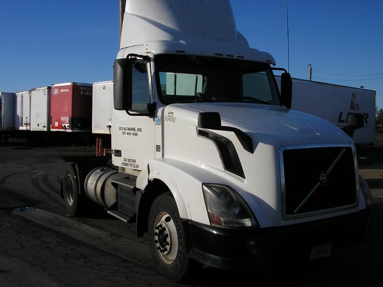 Day Cab Tractor-Heavy Duty Tractors-Volvo-2012-VNL42300-SACRAMENTO-CA-376,869 miles-$44,250