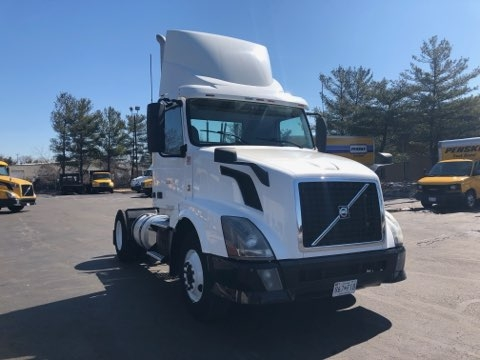 Day Cab Tractor-Heavy Duty Tractors-Volvo-2012-VNL42300-BALTIMORE-MD-297,282 miles-$27,250