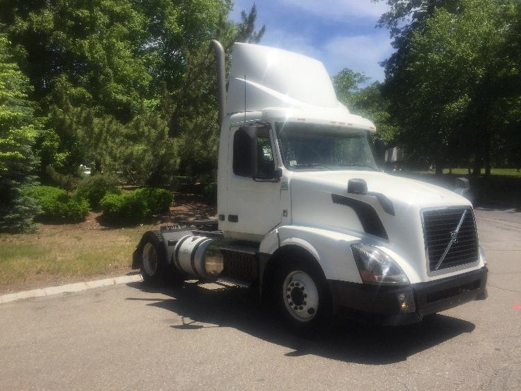 Day Cab Tractor-Heavy Duty Tractors-Volvo-2012-VNL42300-FRANKLIN-MA-356,624 miles-$33,500