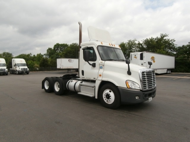 Day Cab Tractor-Heavy Duty Tractors-Freightliner-2012-Cascadia 12564ST-LA VERGNE-TN-556,037 miles-$30,750