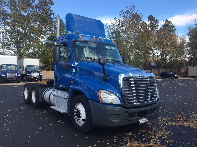 Day Cab Tractor-Heavy Duty Tractors-Freightliner-2012-Cascadia 12564ST-CAPITOL HEIGHTS-MD-245,368 miles-$38,000