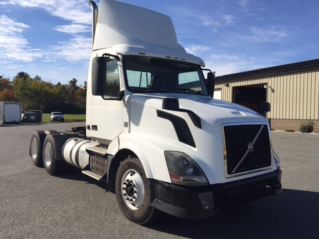 Day Cab Tractor-Heavy Duty Tractors-Volvo-2012-VNL64T300-SCARBOROUGH-ME-435,744 miles-$29,750