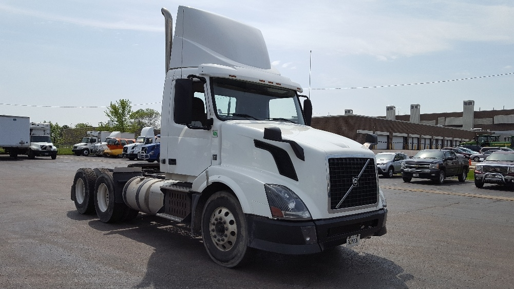 Day Cab Tractor-Heavy Duty Tractors-Volvo-2012-VNL64T300-MADISON-WI-209,837 miles-$33,750