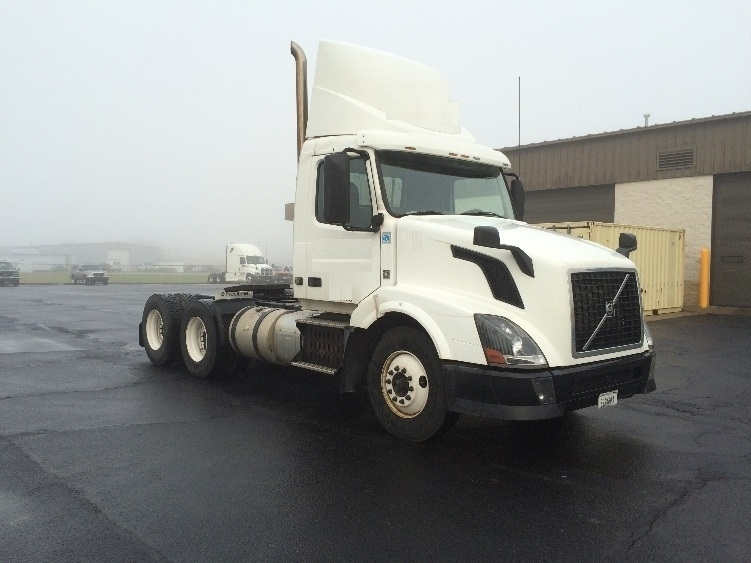 Day Cab Tractor-Heavy Duty Tractors-Volvo-2012-VNL64T300-WILMINGTON-OH-700,691 miles-$23,750