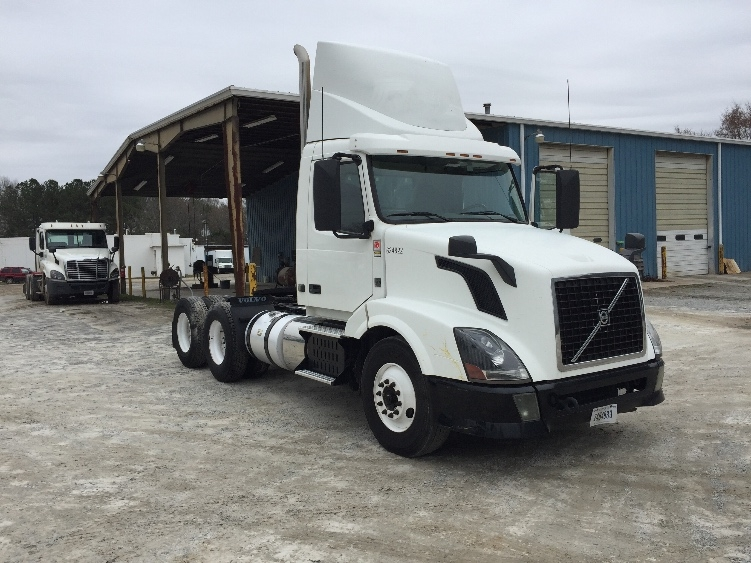 Day Cab Tractor-Heavy Duty Tractors-Volvo-2012-VNL64T300-NEWBERRY-SC-479,669 miles-$32,000