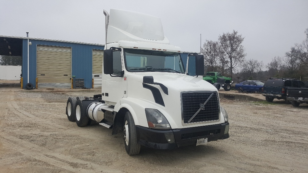 Day Cab Tractor-Heavy Duty Tractors-Volvo-2012-VNL64T300-NEWBERRY-SC-647,801 miles-$31,000