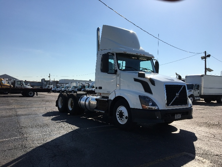 Day Cab Tractor-Heavy Duty Tractors-Volvo-2012-VNL64T300-LINDEN-NJ-193,976 miles-$37,000