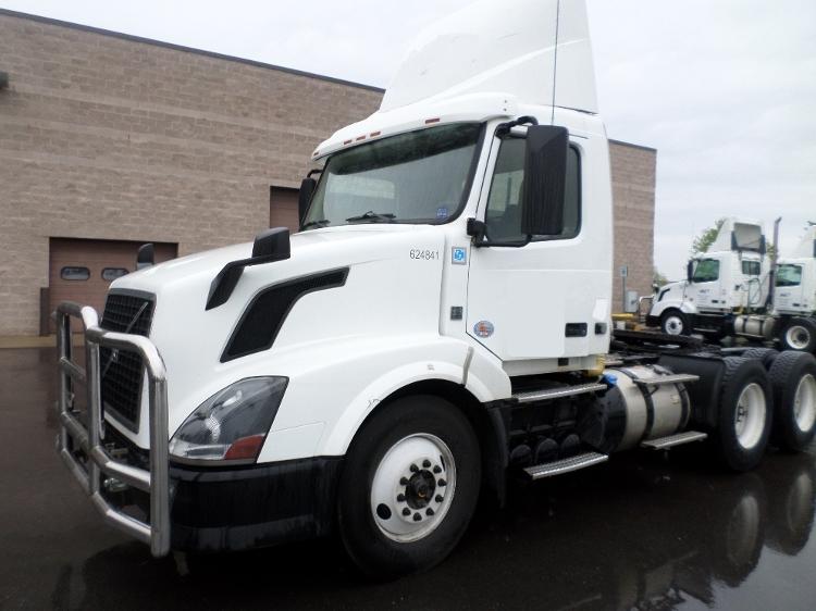 Day Cab Tractor-Heavy Duty Tractors-Volvo-2012-VNL64T300-SAINT JOHNS-MI-541,870 miles-$27,000