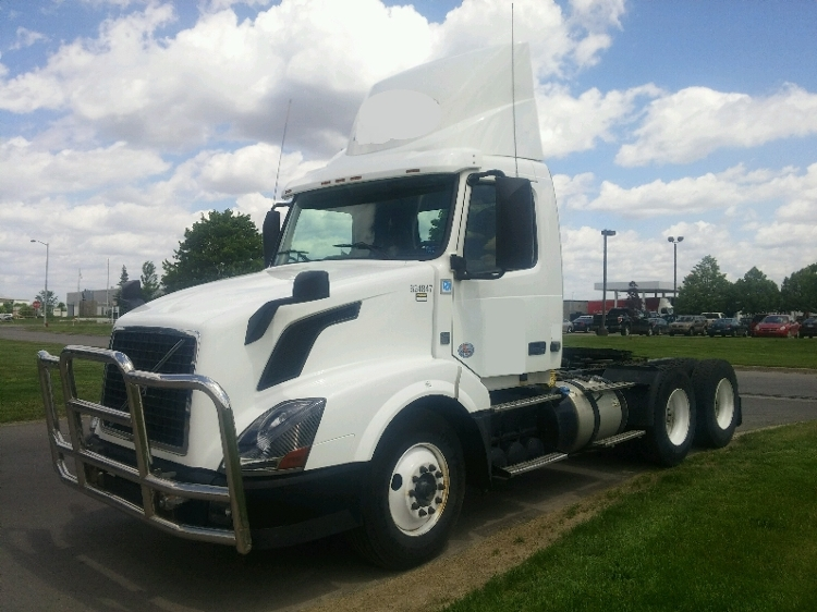 Day Cab Tractor-Heavy Duty Tractors-Volvo-2012-VNL64T300-ROMEOVILLE-IL-575,673 miles-$27,000