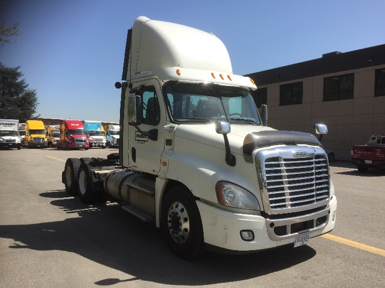 Day Cab Tractor-Heavy Duty Tractors-Freightliner-2012-Cascadia 12564ST-DELTA-BC-703,390 km-$49,250