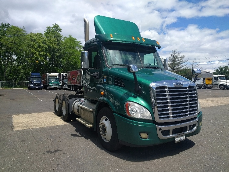 Day Cab Tractor-Heavy Duty Tractors-Freightliner-2012-Cascadia 11364ST-EDISON-NJ-376,312 miles-$40,500
