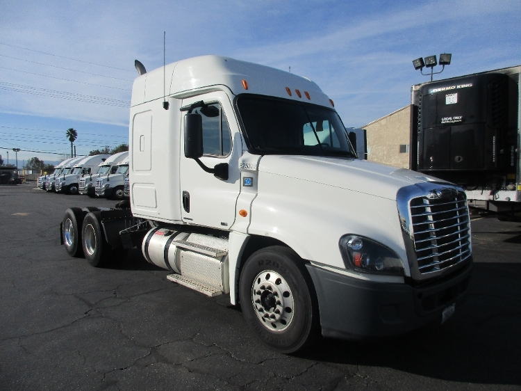 Sleeper Tractor-Heavy Duty Tractors-Freightliner-2012-Cascadia 12564ST-ROMEOVILLE-IL-449,726 miles-$12,500