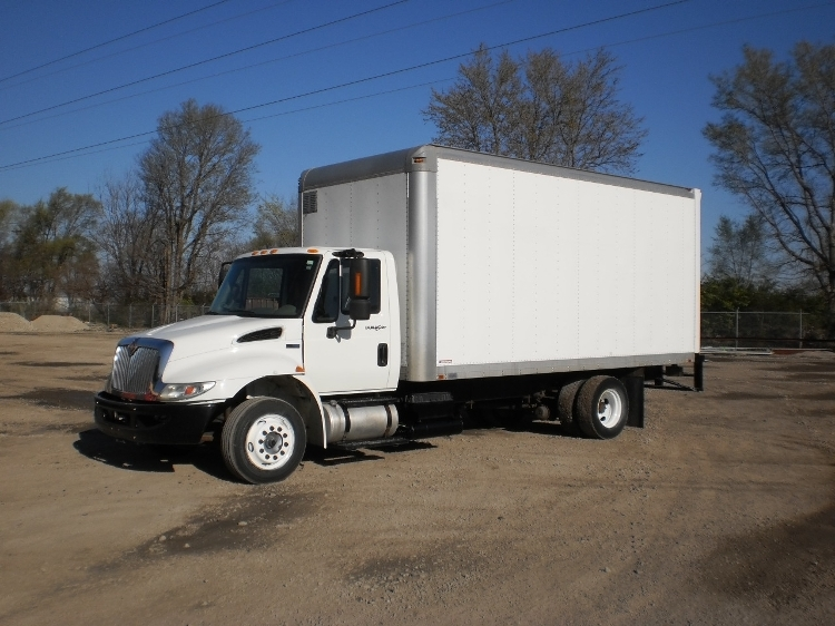 Medium Duty Box Truck-Light and Medium Duty Trucks-International-2012-4300LP-SPRINGFIELD-IL-202,958 miles-$22,750