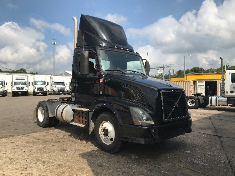 Day Cab Tractor-Heavy Duty Tractors-Volvo-2012-VNL42300-WEST CHICAGO-IL-240,808 miles-$27,750