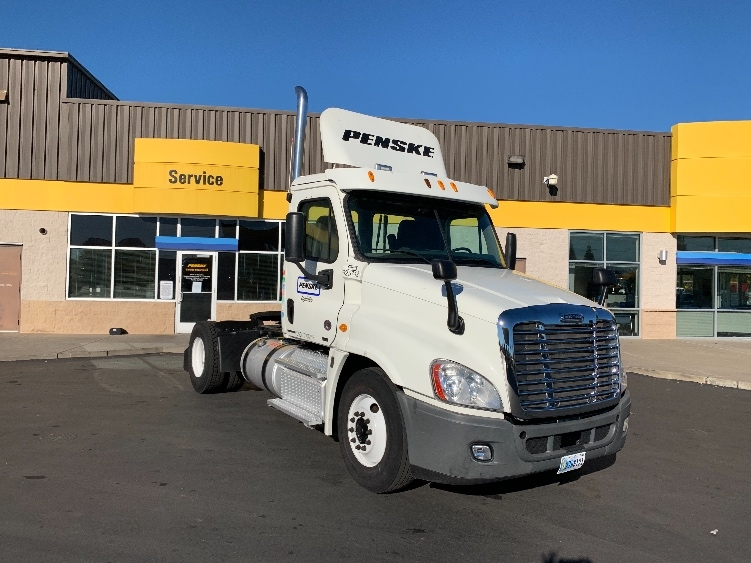 Day Cab Tractor-Heavy Duty Tractors-Freightliner-2012-Cascadia 12542ST-WEST SACRAMENTO-CA-331,877 miles-$36,250