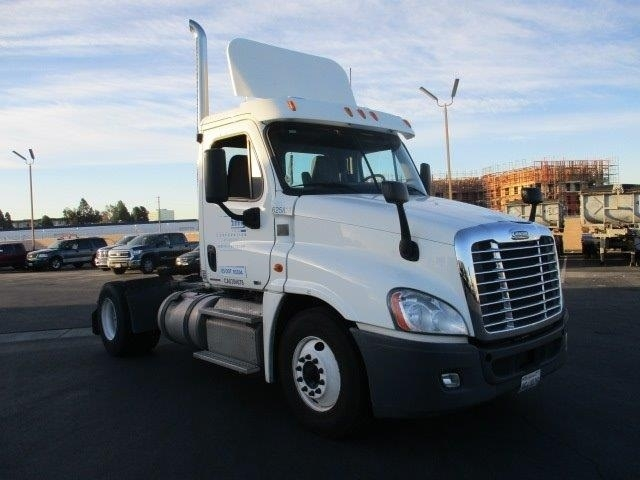 Day Cab Tractor-Heavy Duty Tractors-Freightliner-2012-Cascadia 12542ST-TORRANCE-CA-111,896 miles-$59,500