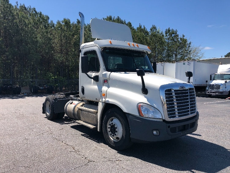 Day Cab Tractor-Heavy Duty Tractors-Freightliner-2012-Cascadia 12542ST-CHESAPEAKE-VA-359,040 miles-$38,000