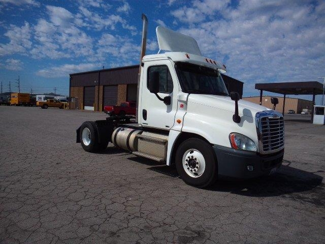 Day Cab Tractor-Heavy Duty Tractors-Freightliner-2012-Cascadia 12542ST-FORT SMITH-AR-612,674 miles-$28,250