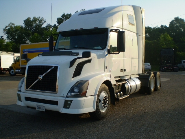 Sleeper Tractor-Heavy Duty Tractors-Volvo-2012-VNL64T670-BELDEN-MS-458,551 miles-$35,000