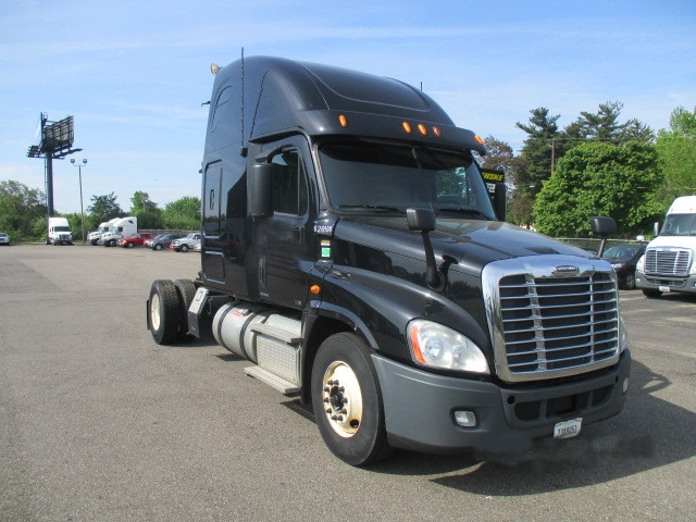 Sleeper Tractor-Heavy Duty Tractors-Freightliner-2012-Cascadia 12542ST-CANTON-OH-497,898 miles-$36,500