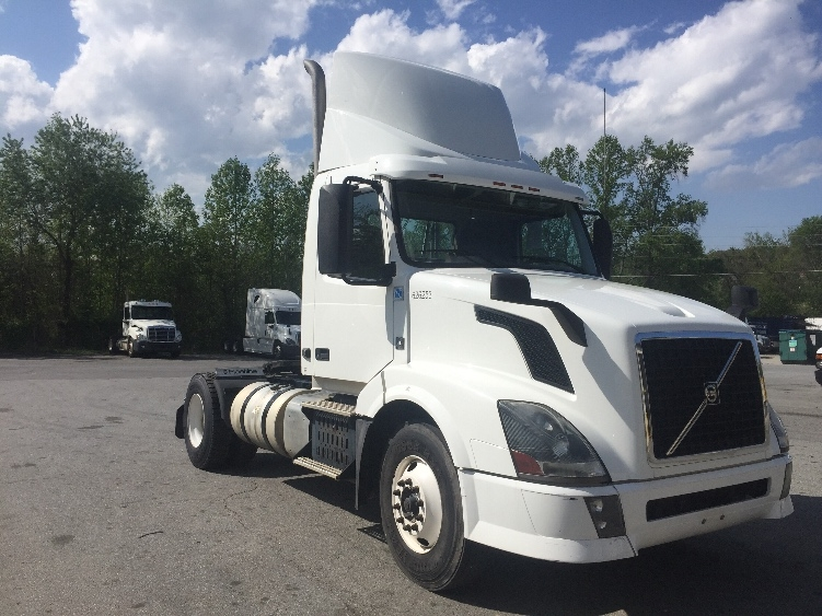Day Cab Tractor-Heavy Duty Tractors-Volvo-2012-VNL42300-ASHEVILLE-NC-385,162 miles-$40,500