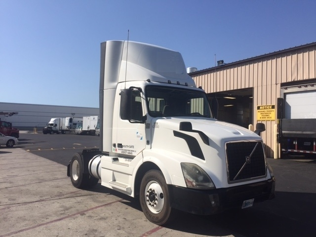 Day Cab Tractor-Heavy Duty Tractors-Volvo-2012-VNL42300-TORRANCE-CA-369,120 miles-$34,000