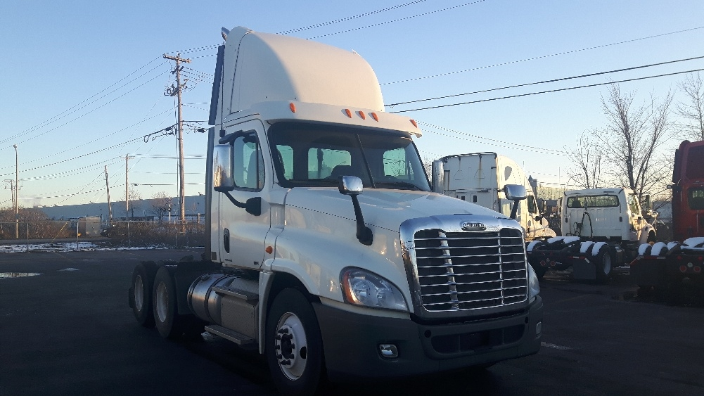 Day Cab Tractor-Heavy Duty Tractors-Freightliner-2012-Cascadia 12564ST-BOUCHERVILLE-PQ-717,555 km-$46,500