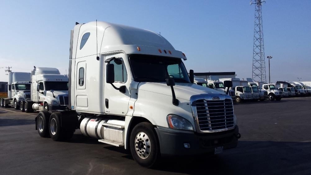Sleeper Tractor-Heavy Duty Tractors-Freightliner-2012-Cascadia 12564ST-SAINT LAURENT-PQ-892,418 km-$43,500