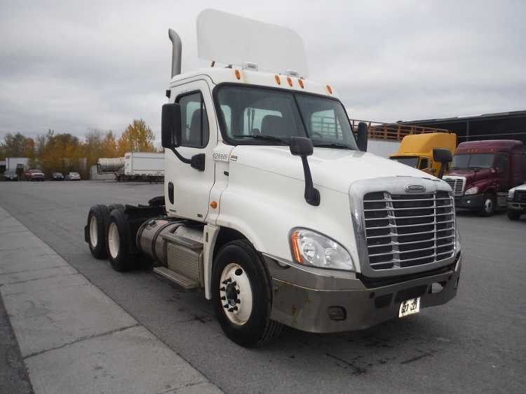 Day Cab Tractor-Heavy Duty Tractors-Freightliner-2012-Cascadia 12564ST-SAINT LAURENT-PQ-345,591 km-$56,750